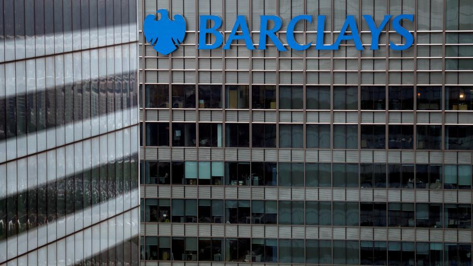 Bir Barclays banka binası 17 Mayıs 2017, Londra'daki Canary Wharf'ta görülüyor.