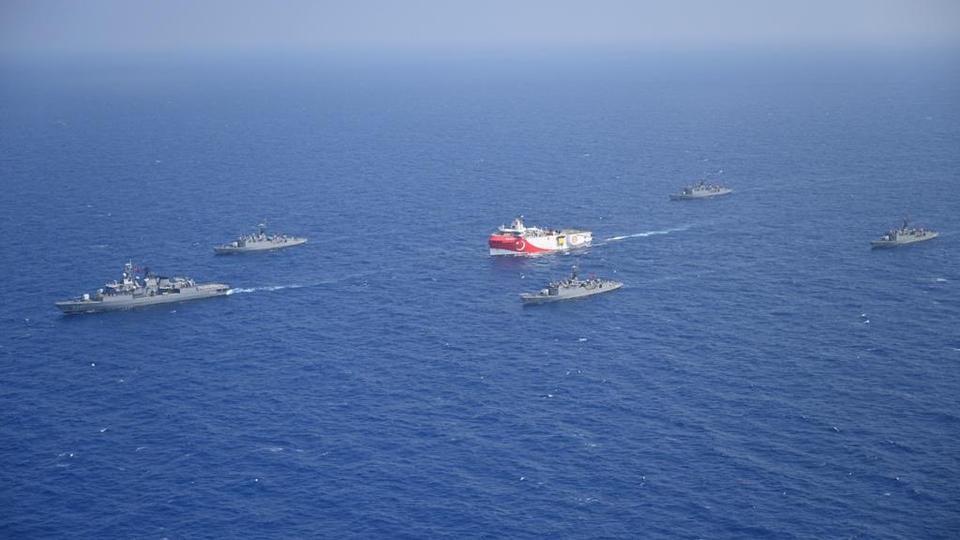 Türk donanmasının eşlik ettiği Türkiye'nin MTA Oruç Reis sismik gemisi 10 Ağustos 2020'de Doğu Akdeniz açıklarında görüldü.