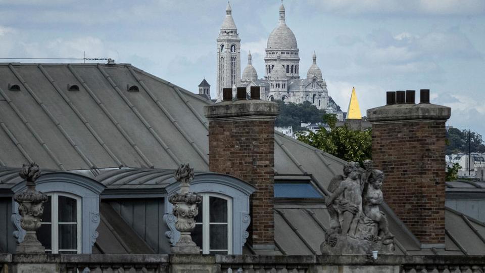 Goutte d'Or, Paris'in turistik 18. bölgesindeki sembolik sanatçıların Montmartre semtinden ve ünlü Sacre Coeur bazilikasından bir taş atımı ama ayrı bir dünya.