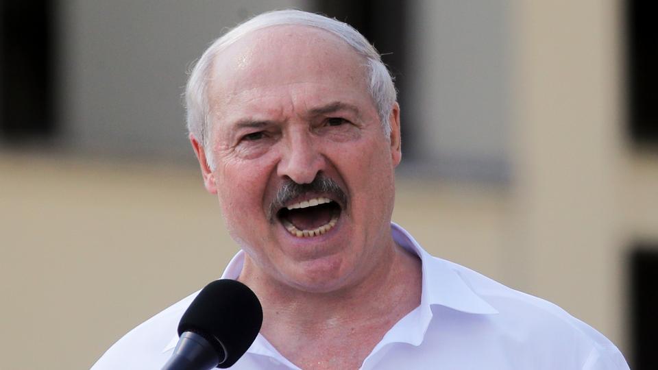 Belarus Cumhurbaşkanı Alexander Lukashenko, 16 Ağustos 2020 Pazar günü Minsk'in Bağımsız Meydanı'nda toplanan destekçilerine seslendi.