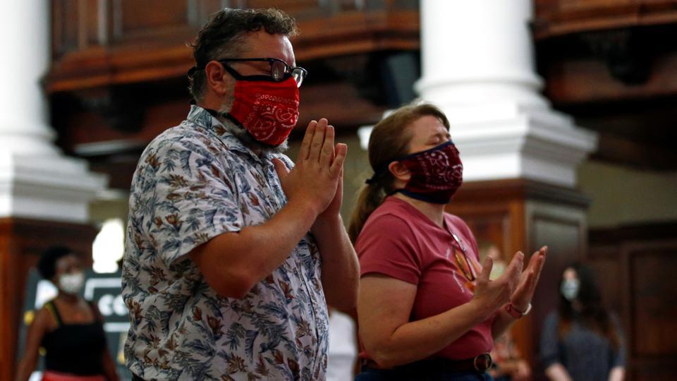 İbadet edenler, 16 Ağustos 2020, Londra, İngiltere'deki koronavirüs hastalığının (Covid-19) yayılmasının ortasında, Christ Church Spitalfields'ta bir Pazar sabahı ayinine katıldılar.