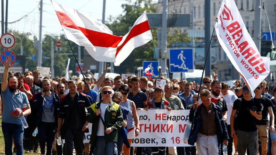 17 Ağustos 2020, Minsk, Belarus'ta cumhurbaşkanlığı seçim sonuçlarını protesto etmek için muhalefet gösterisine katılıyor.