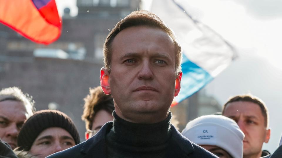Alexei Navalny, üst düzey yetkililere yönelik yolsuzlukla mücadele kampanyaları ve Başkan Vladimir Putin'e yönelik açık sözlü eleştirileriyle tanınıyor.
