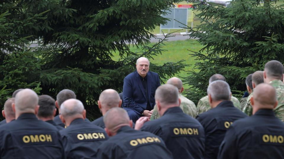 Cumhurbaşkanı Alexander Lukashenko, 21 Ağustos 2020, Beyaz Rusya'nın Minsk kentinde kolluk kuvvetleri ve güvenlik hizmetleri yetkilileriyle bir araya geldi.