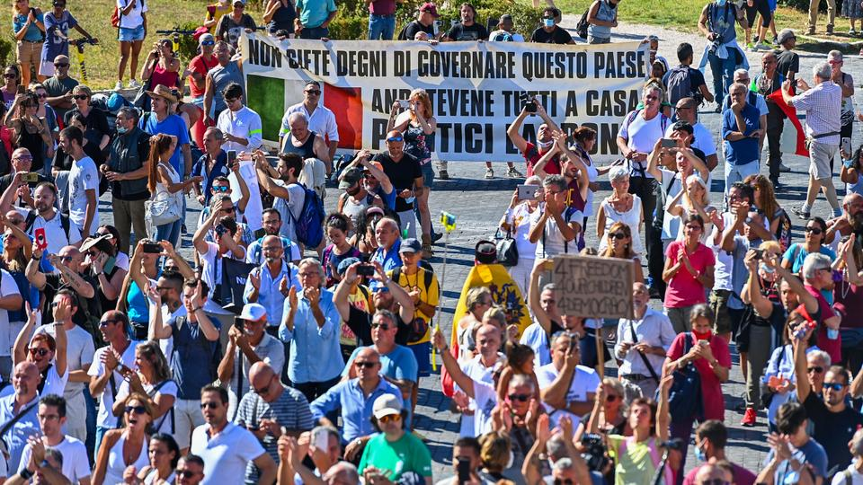 Protests In Rome Against Covid 19 Restrictions Latest Updates