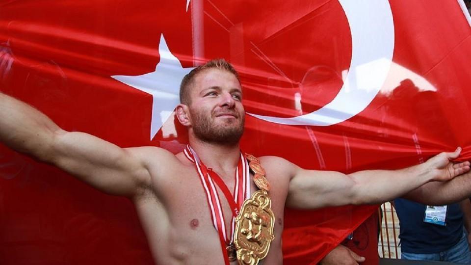 Ismail Balaban crowned Turkey's oil wrestling champion