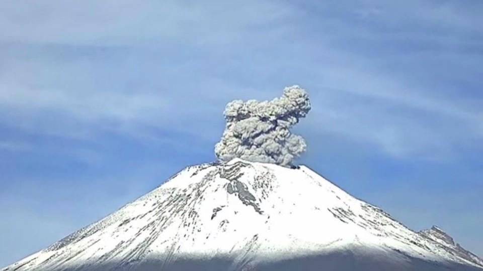 Mexicos Most Active Volcano Keeps Mountain Town On Edge - Active volcanoes in mexico