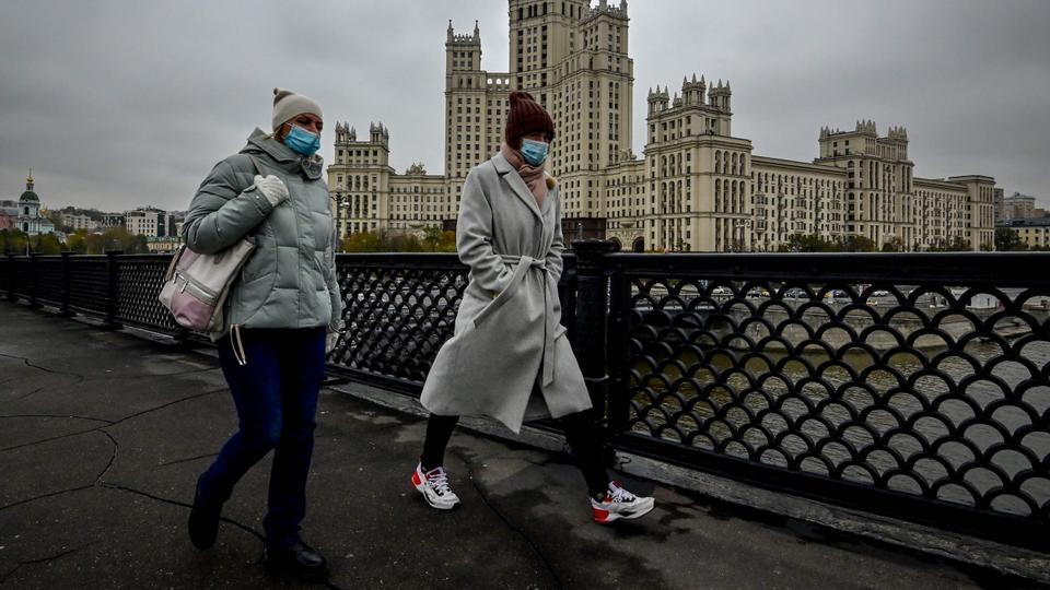 Russia's coronavirus death toll passes 25,000 – latest updates