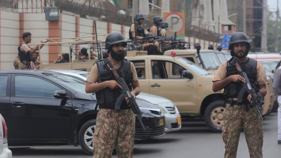 Mass hysteria as Indian media relentlessly covers imaginary war in Pakistan