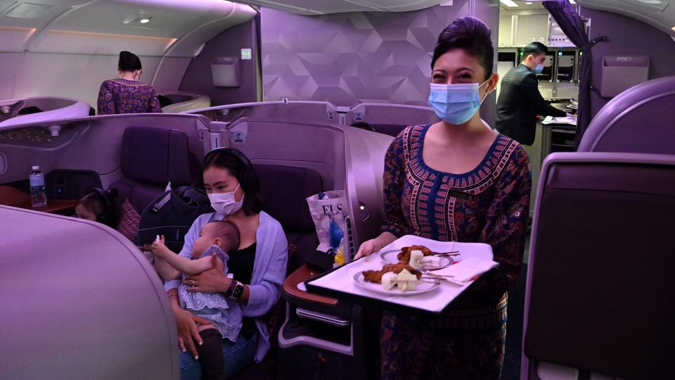 Travel buffs dine in grounded Singapore Airlines plane
