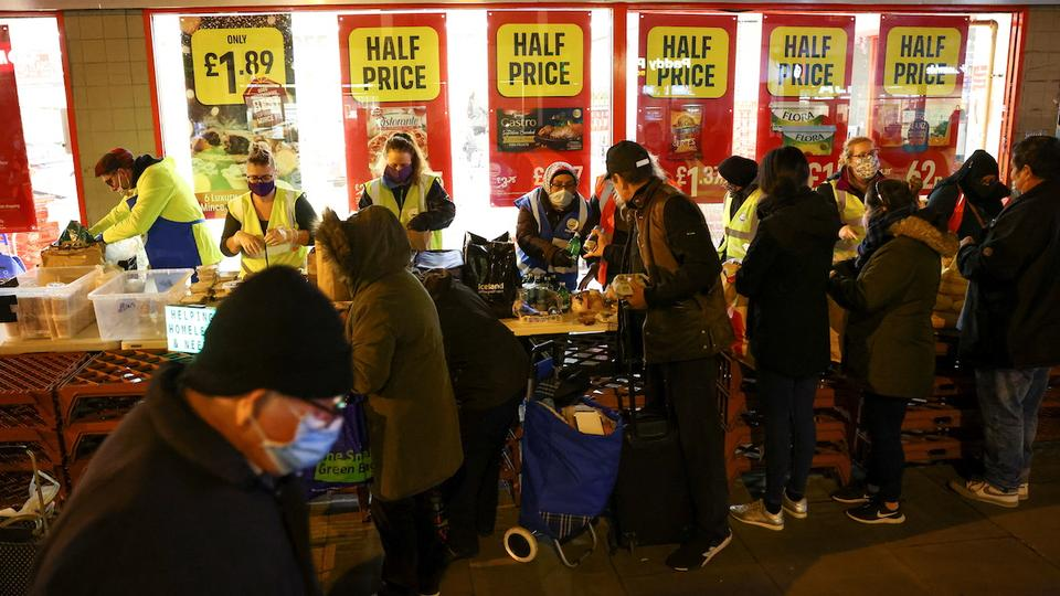 People queue to receive food donations from the Tooting Community Kitchen, amid the coronavirus disease (COVID-19) outbreak, in London, Britain, November 21, 2020. REUTERS/Henry Nicholls