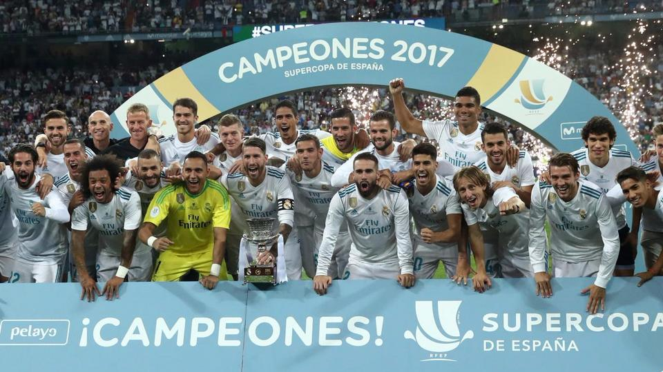 Real Madrid Players Celebrate With Trophy After Winning The Spanish Super Cup