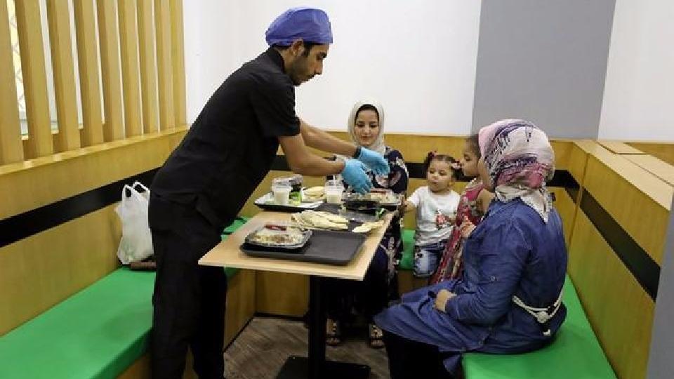 Egyptian Doctors Open Healthy Fast Food Restaurant