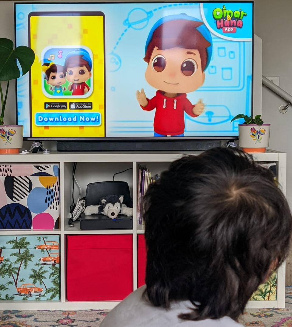 Alizeh's 2-year-old son Essa loves watching Omar and Hana along with other nursery rhymes.