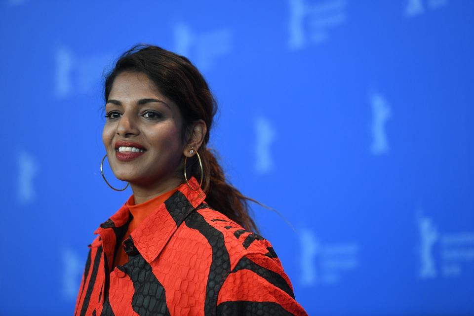 Mathangi Maya Arulpragasam, MIA ποζάρει για μια φωτογραφία κατά τη διάρκεια μιας κλήσης μαγνητοσκόπησης στην ταινία