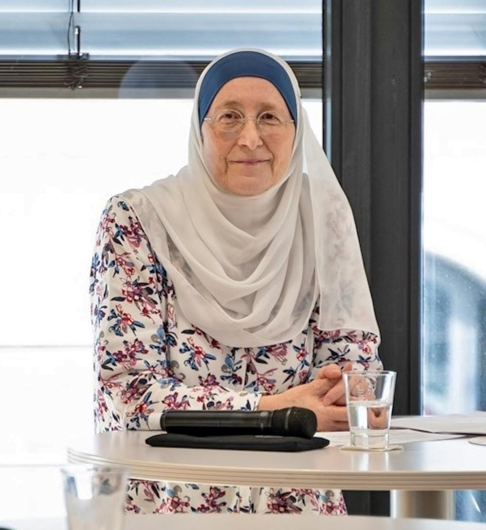 Gabriele heads the largest Muslim women association in Germany, and often gives lectures on legal topics such as the labour law situation of women wearing headscarves.