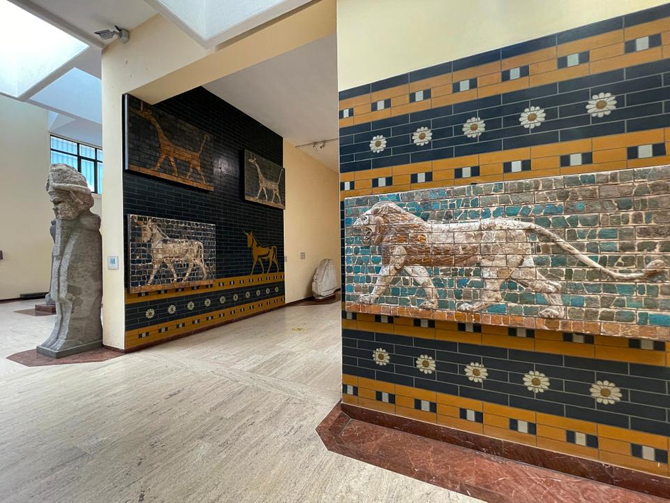 The glazed brick lion relief belongs to the Babylonian period. The Ishtar Gate and the walls of the gate were built during the reign of Nebuchadnezzar II (BCE 604-562).