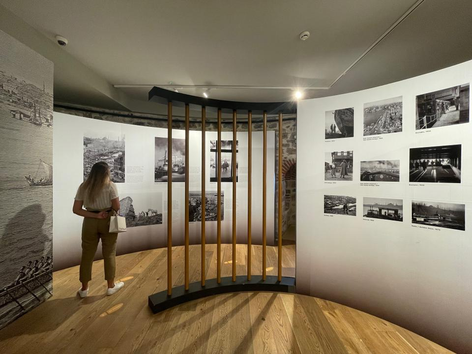 The Ara Guler exhibition at the Galata Tower comprises 75 black and white photographs.