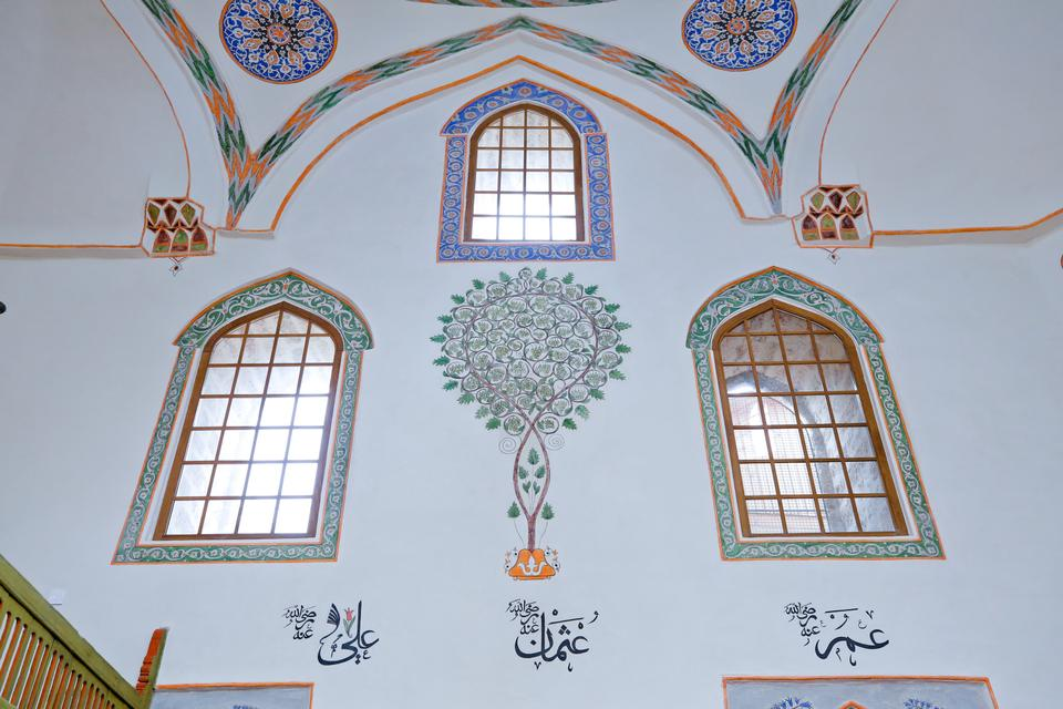 The walls, dome, and interior were repaired and alterations were made to the garden, restoring the Bascarsija Mosque to its former glory.