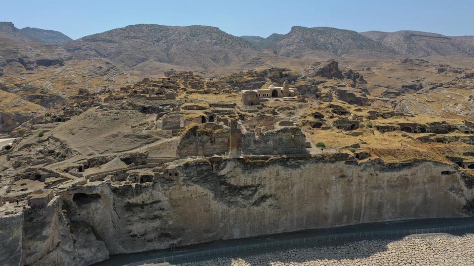 Historical artifacts will be unearthed in the archaeological excavations carried out in the castle in the historical Hasankeyf district of Batman, one of the oldest settlements in the world.