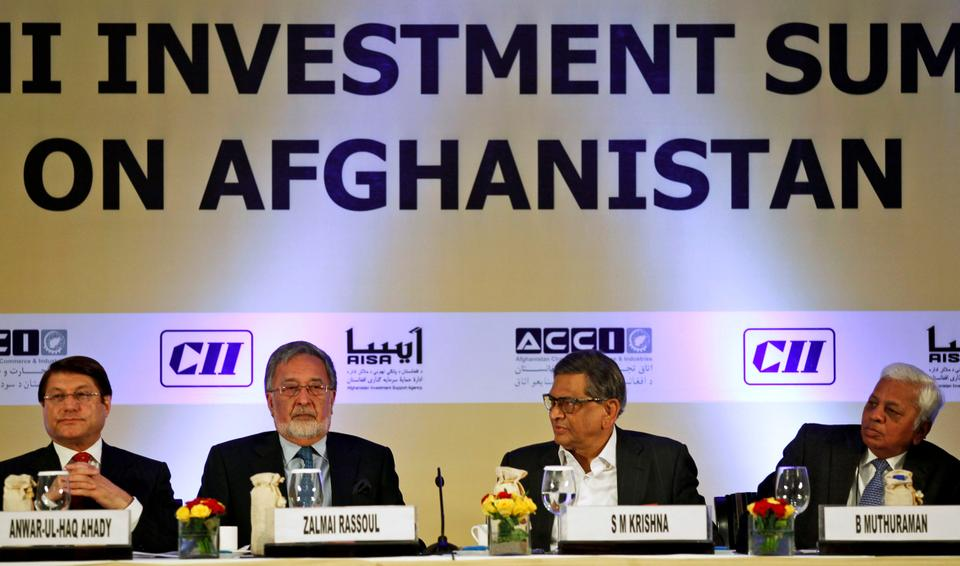 Afghan Foreign Minister Zalmai Rassoul, second left, and his Indian counterpart S.M Krishna, third from left, attend the opening session of the Delhi Investment Summit on Afghanistan in New Delhi, India, June 28, 2012.