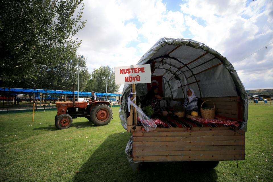 A tractor-trailer headed for the Pavli Fair.