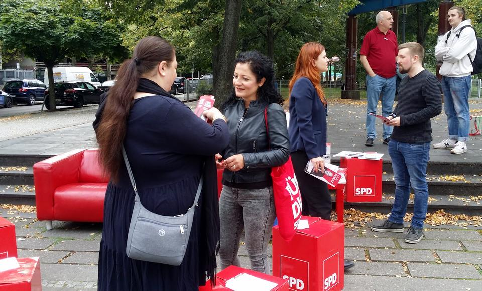 Cansel spends most of her days in the run up to the elections explaining her policies to people in the Kreuzberg district.