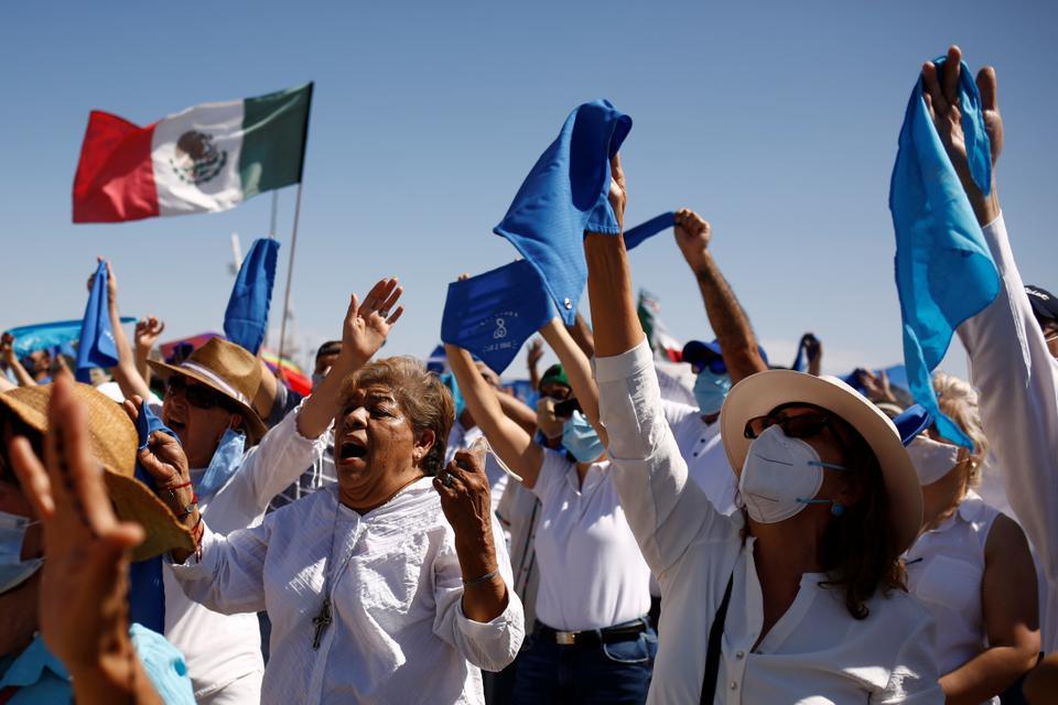 El 3 de octubre de 2021, en Ciudad Juárez, México, la gente participa en la lucha contra la justicia de la Corte Suprema de México, que ha dictaminado que el aborto es inconstitucional.