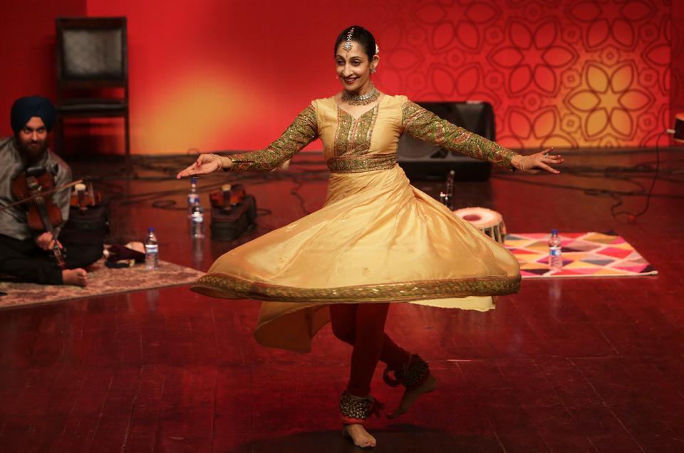 Kathak dancer Farah Yasmeen Shaikh performs a classical dance during the Faiz International Festival at Al-Hamra Art Council in Lahore, Pakistan, Nov. 18, 2017.