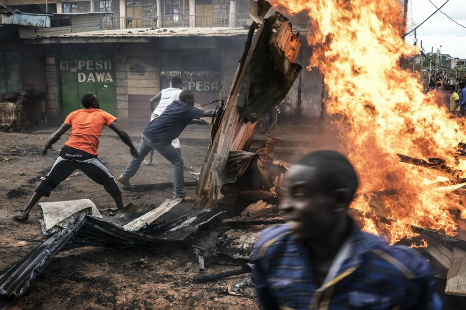 Protesters erect a barrier in Nairobi's Kawangware slum during election protests.