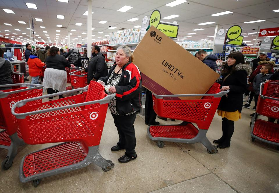 Black Friday Deals Lure Few Early Us Shoppers Many Buy Online