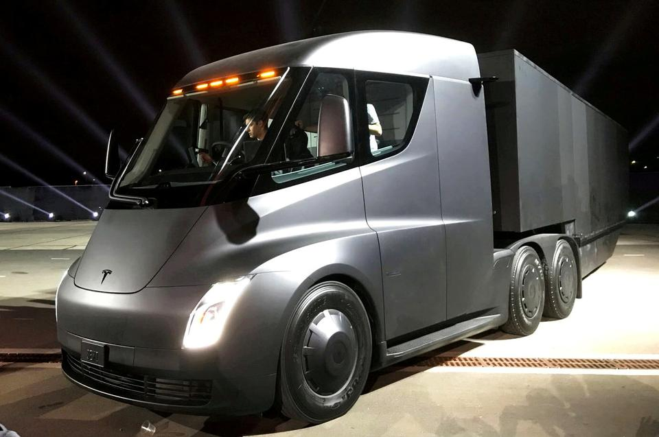Tesla's electric semi truck is unveiled during a presentation in Hawthorne, California, US, November 16, 2017.