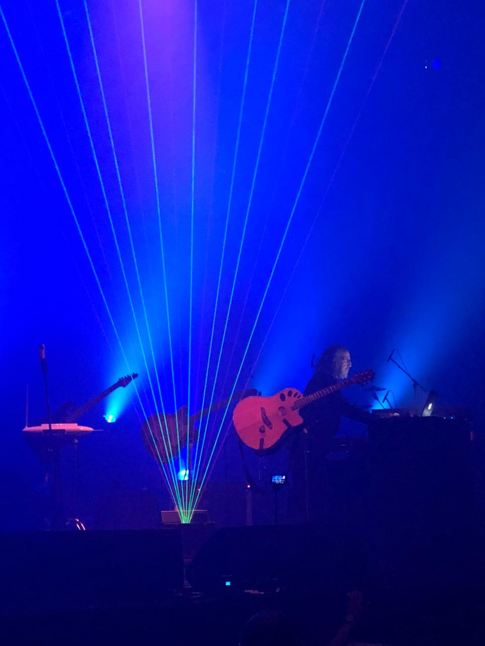 Gokcen Kaynatan's concert on December 16, 2017 in Istanbul ran into some technical difficulties, which the artist was able to turn to his advantage.