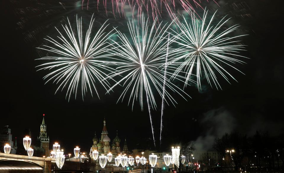 Fireworks illuminated the sky over the Bolshoy Kamenny bridge next to Red square and Kremlin Palace during the New Year's celebrations in Moscow.