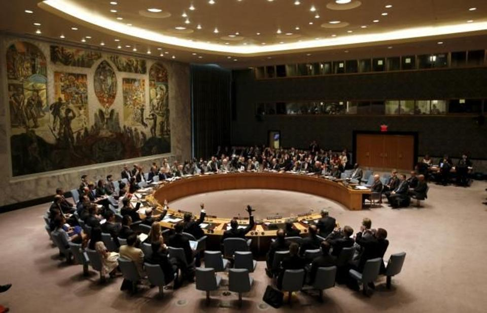 The United Nations Security Council votes to approve a resolution at the UN headquarters in New York July 20, 2015.