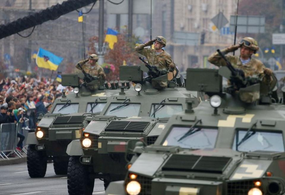 T-64 tanks drive during Ukraine's Independence Day military parade in central Kiev, Ukraine, August 24, 2016