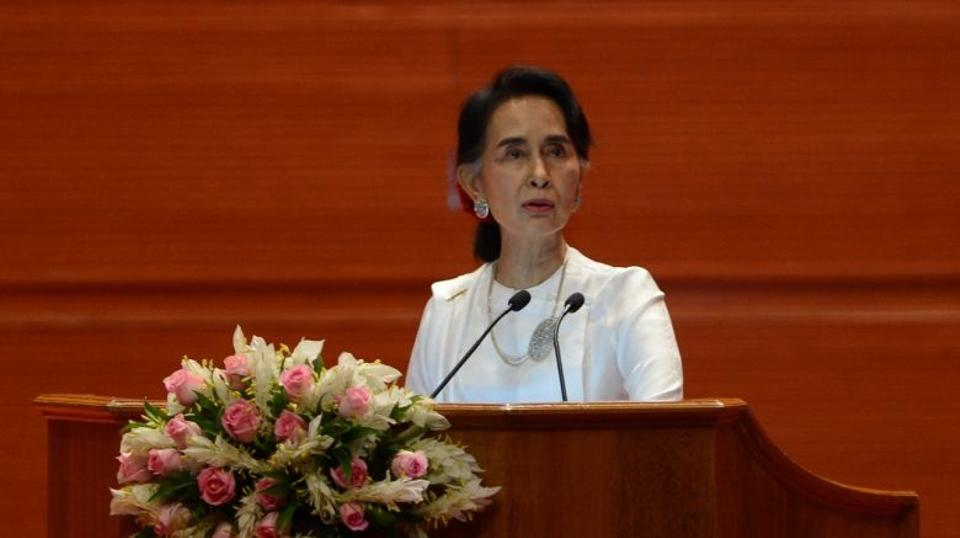 Myanmar State Counsellor and Foreign Minister Aung San Suu Kyi delivers her address during the opening of a peace conference in Naypyidaw on August 31, 2016.