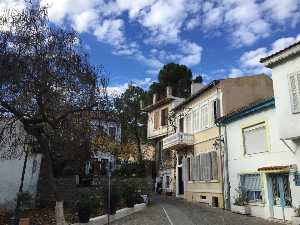 Xanthi has historically been home to a mixed population of Orthodox Greeks, Muslim Turks and Pomaks, and, until the Second World War, a Ladino-speaking Jewish community.