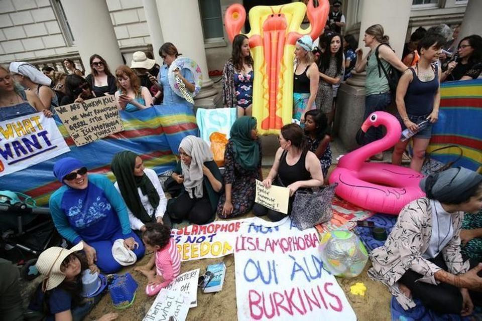 Protesters demonstrate against France's ban of the burkini, outside the French Embassy in London, Britain August 25, 2016. Image: Reuters.
