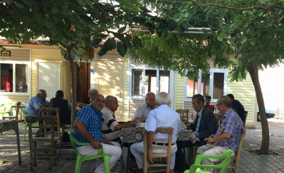 This cafe, in Karkamis, is slowly beginning to come to life once again as families return to the town after being evacuated ahead of Turkey's launch of operation Euphrates Shield, meant to drive DAESH out of Jarablus. August, 2016. [Ali Latifi for TRT World]