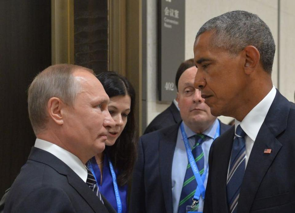 Russian President Vladimir Putin (L) meets with his US counterpart Barack Obama on the sidelines of the G20 Leaders Summit in Hangzhou on September 5, 2016.