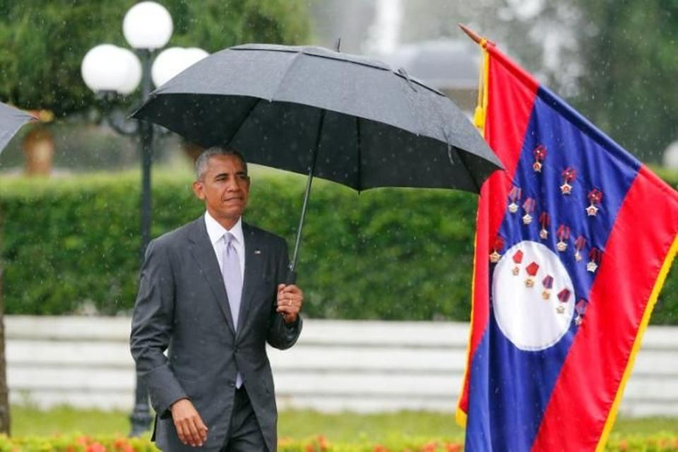 US President Barack Obama walks to honour guard during a welcoming ceremony at the Presidential Palace in Vientiane, Laos September 6, 2016. REUTERS