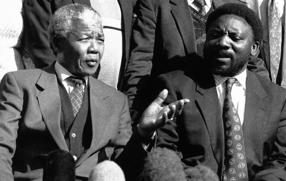 African National Congress president Nelson Mandela, right, talks with Secretary Cyril Ramaphosa during a break from the formal discussions on whether to suspend black and white political talks on ending apartheid, June 23, 1992, Johannesburg, South Africa. (File photo)