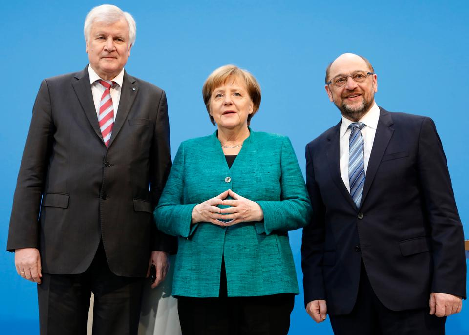 Christian Democratic Union (CDU) leader and German Chancellor Angela Merkel, Christian Social Union (CSU) leader Horst Seehofer and Social Democratic Party (SPD) leader Martin Schulz pose after a statement on coalition talks to form a new coalition government in Berlin,Germany, February 7, 2018.