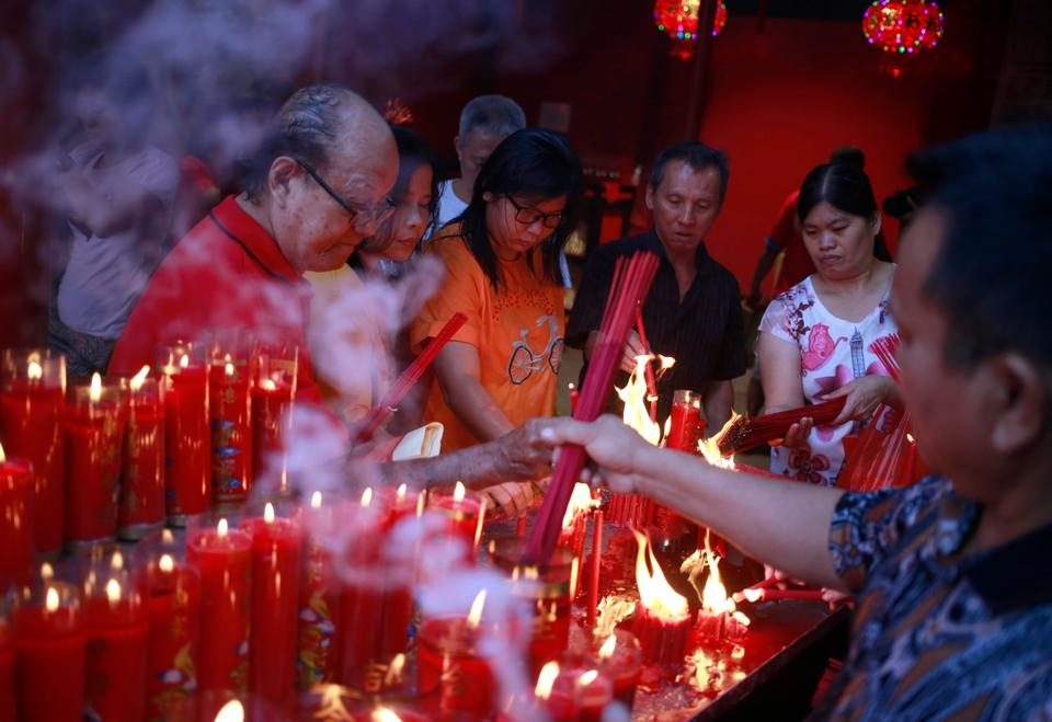 Indonesian ethnic Chinese light incense sticks during the celebration of Lunar New Year at a temple in the China Town in Jakarta, Indonesia, February 16, 2018.