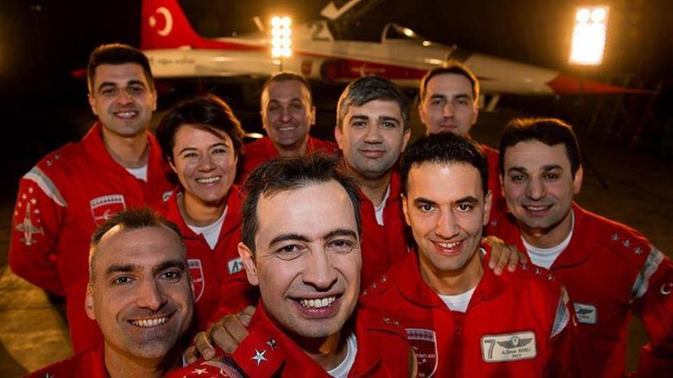 Major Özatay with friends from the squadron. Source: Özatay's Facebook page.