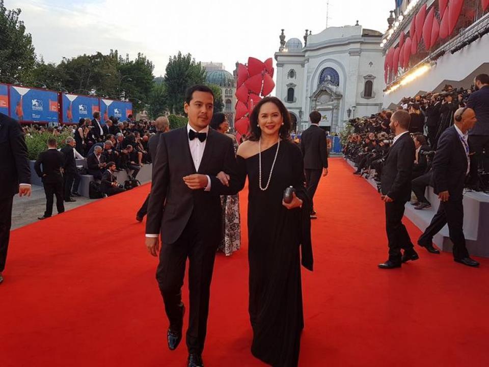 Charo Santos Concio and John Lloyd Cruz, both actors in Diaz's movie, on red carpet in 73 rd Venice Film Festival. ( Ronald Arguelles /Facebook)