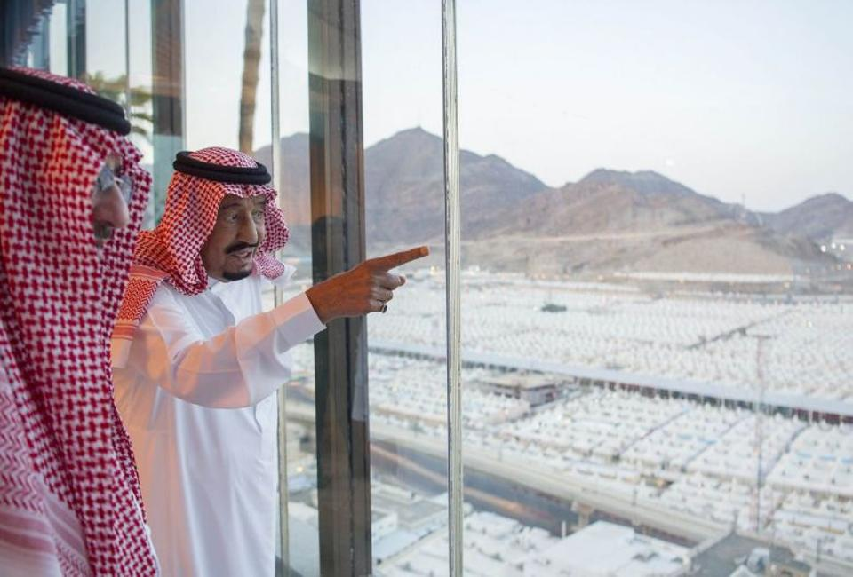A handout picture provided by the Saudi Royal Palace shows Saudi King Salman bin Abdulaziz (R) looking at temporary accommodation to visiting pilgrims in Mina, near the holy city of Mecca, on September 12, 2016
