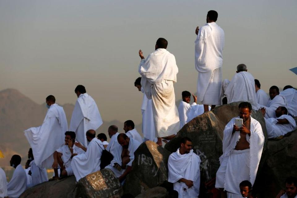 Muslim pilgrims gather on Mount Mercy on the plains of Arafat during the annual haj pilgrimage, outside the holy city of Mecca, Saudi Arabia September 11, 2016.