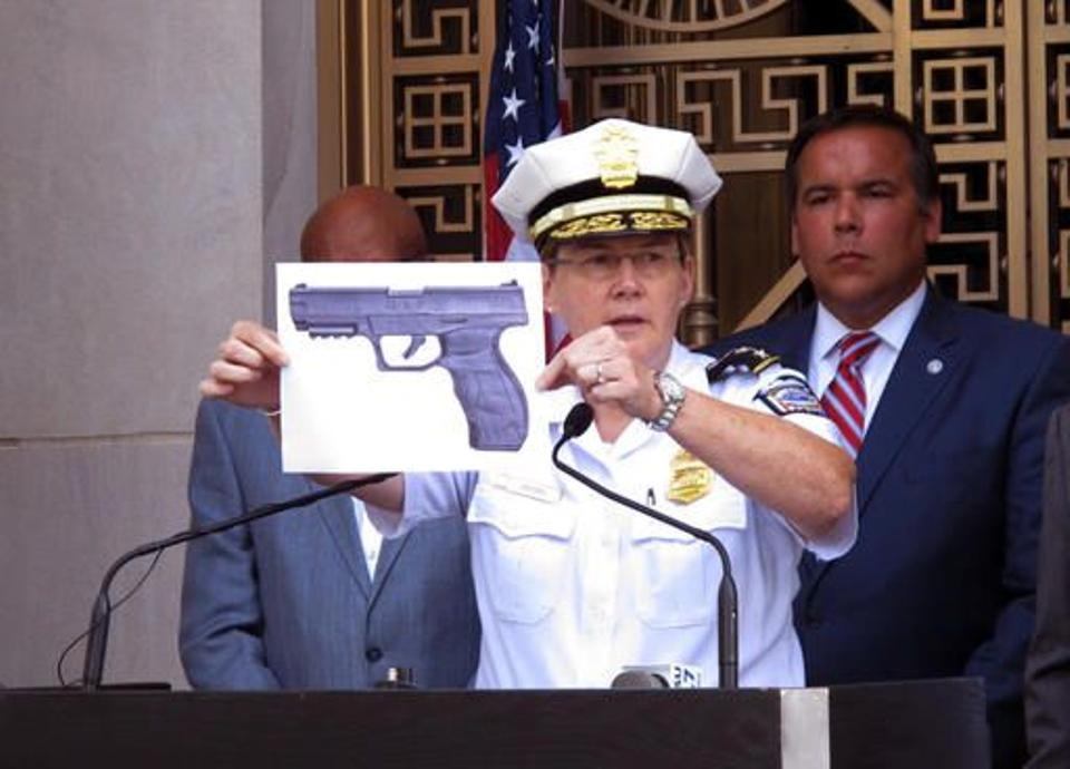 Columbus Police Chief Kim Jacobs holds up a photo showing the type of BB gun that police say Tyre King pulled from his waistband just before he was shot and killed by police. Source: AP